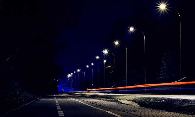 استفاده از نورهای خیابانی برای بهبود عکاسی در شب
